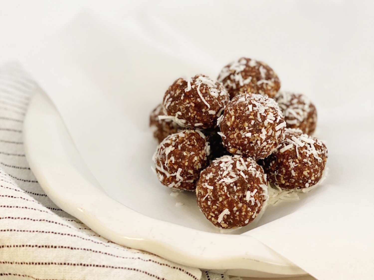 Chocolate Macaroon Energy Balls